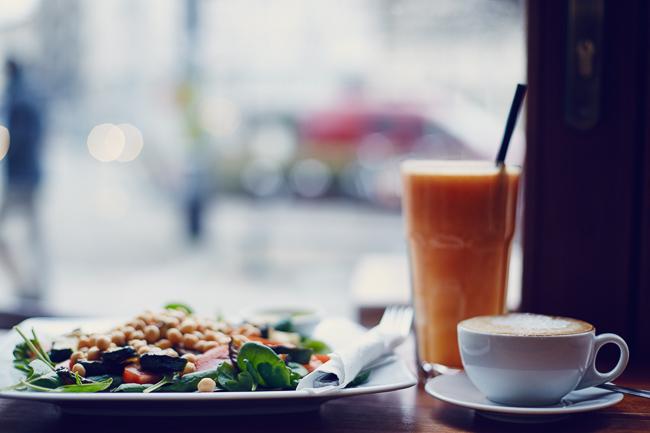 sałata, kawa, sok