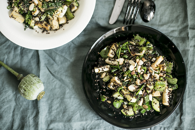 Canihua z zielonymi warzywami, tofu i sosem miso