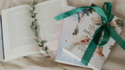 Książki w świątecznym klimacie