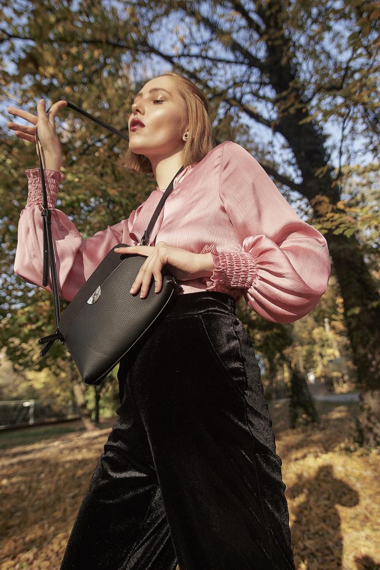 fotograf Kamil Banaszek, różowa koszula, trendy na wiosnę 2019