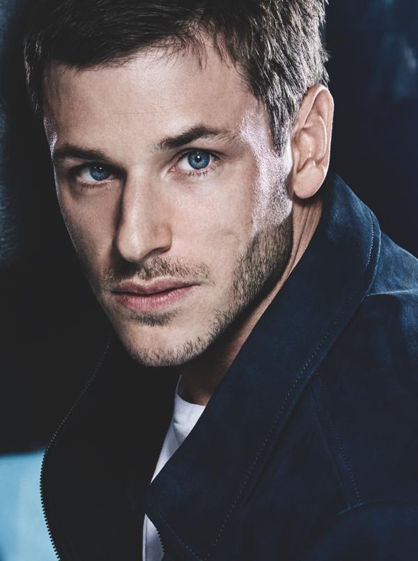 Gaspard Ulliel, krem do golenia Bleu de Chanel i nawilżający krem 2 w 1 do twarzy i brody Bleu de Chanel