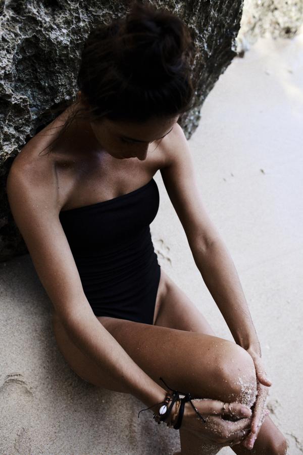 MUUV nowa kolekcja SS19, czarny strój kąpielowy