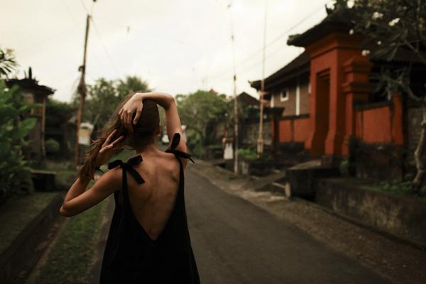MUUV nowa kolekcja SS19, czarna sukienka na lato