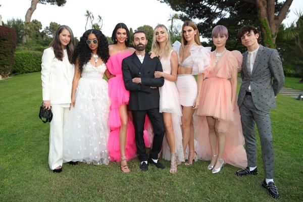 Giambattista Valli x H&M, Kendall Jenner, Chiara Ferragni, H.E.R (Gabriella Wilson), Chris Lee, Bianca Brandolini oraz Ross Lynch