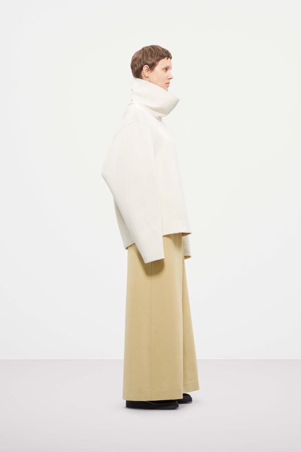 płaszcz COS, overside płaszcz, ubrania COS, biały sweater COS