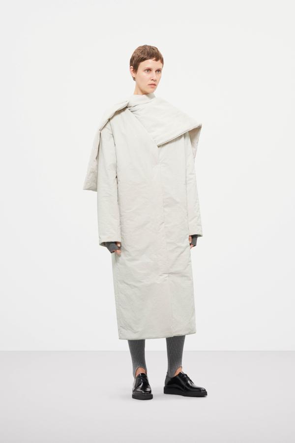 płaszcz COS, overside płaszcz, ubrania COS, biała kurtka COS
