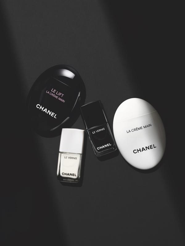 lakier do paznokci Le Vernis Chanel, czarny lakier do paznokci, biały lakier do paznokci