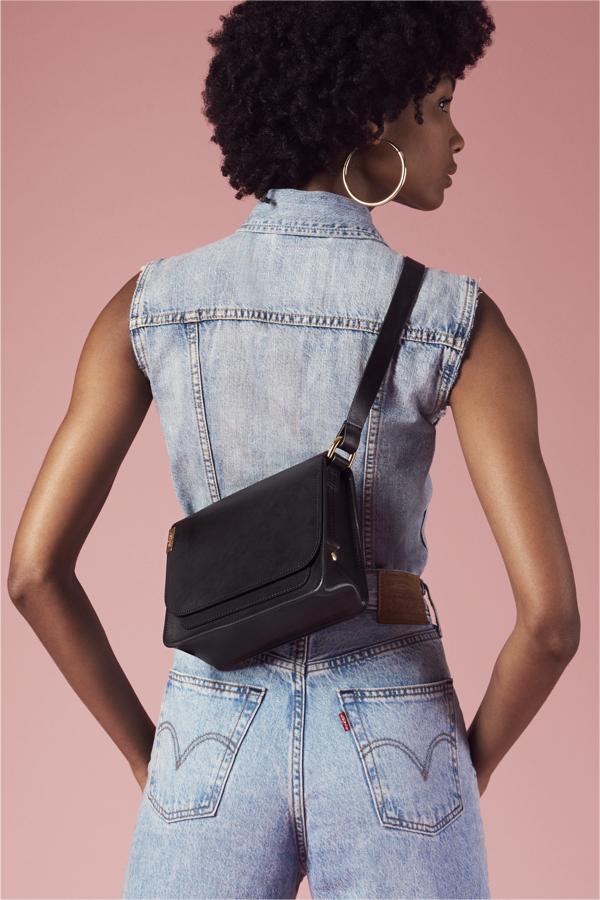 czarna torebka Levi's® L-Bag