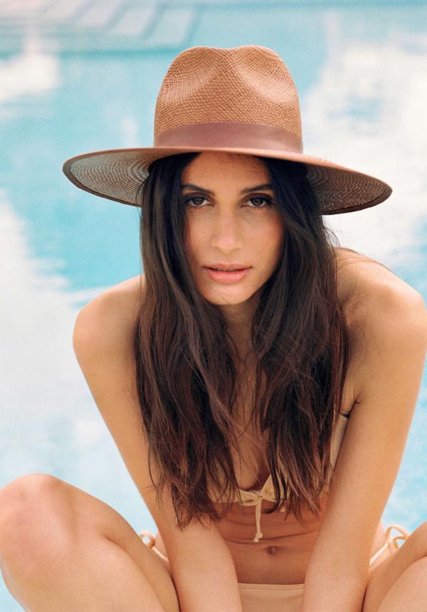 Letni powiew morskiej bryzy i kapelusze - Paris + Hendzel Colares