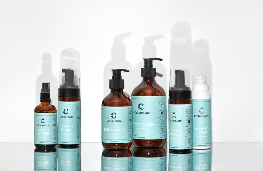 Żel pod prysznic, pianka oczyszczająca do twarzy czy płyn micelarny ChitoneCare zostały stworzone na bazie hydrożelu ChitoVelum®