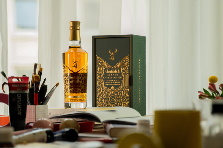 Gdy whisky spotyka się ze sztuką - Malwina Konopacka w globalnej kampanii Glenfiddich Grande Couronne